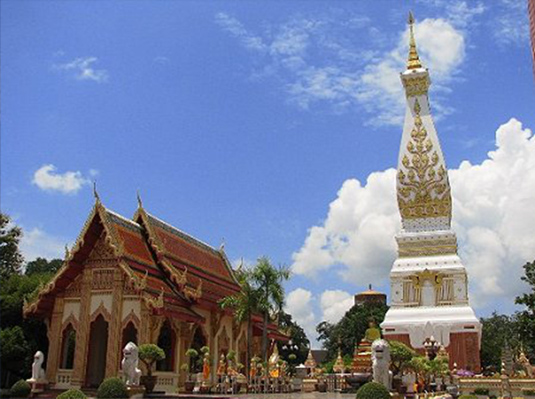 泰国十大历史文化古迹-那空帕农府帕农舍利塔.jpg