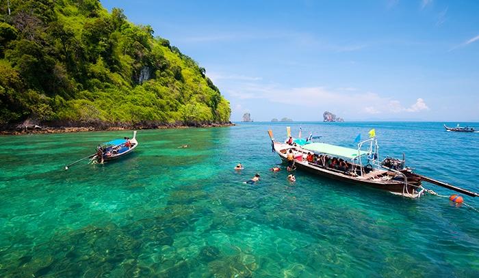 也可在岛上享受潜水和浮潜的乐趣,尽情享受普吉岛的阳光与海滩.