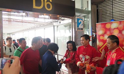 Thailand-welcoming-CN-tourists-19-Feb-2015_02.jpg